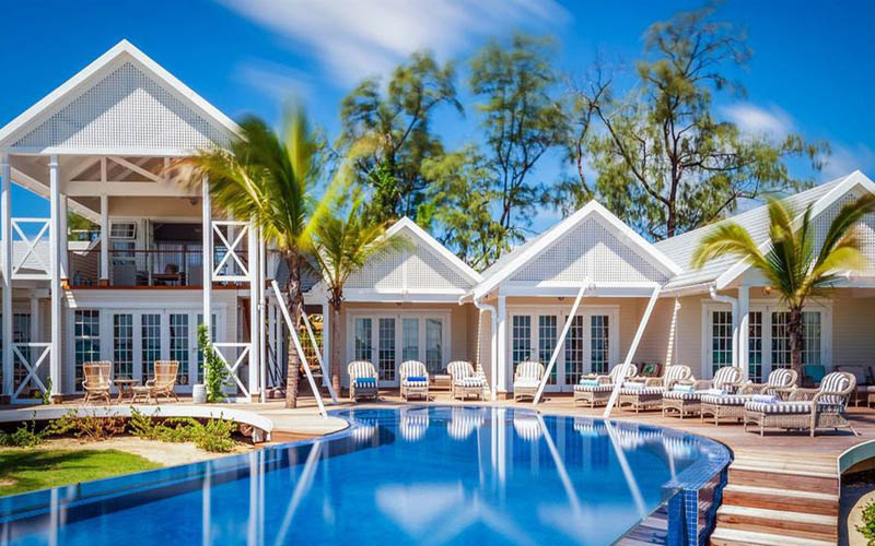 Luxurious villa , spectacular pool, family friendly