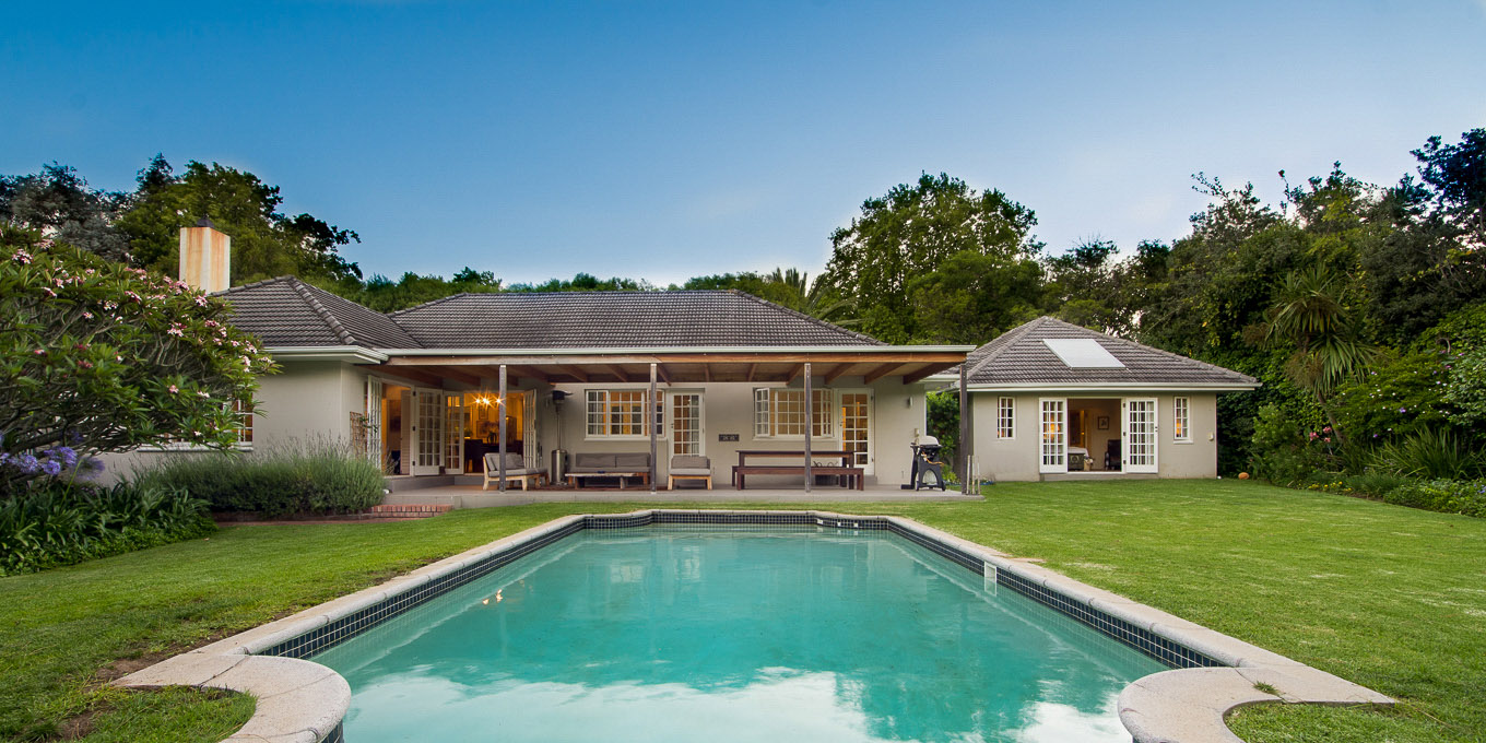 Holiday accommodation in Constantia, big private pool