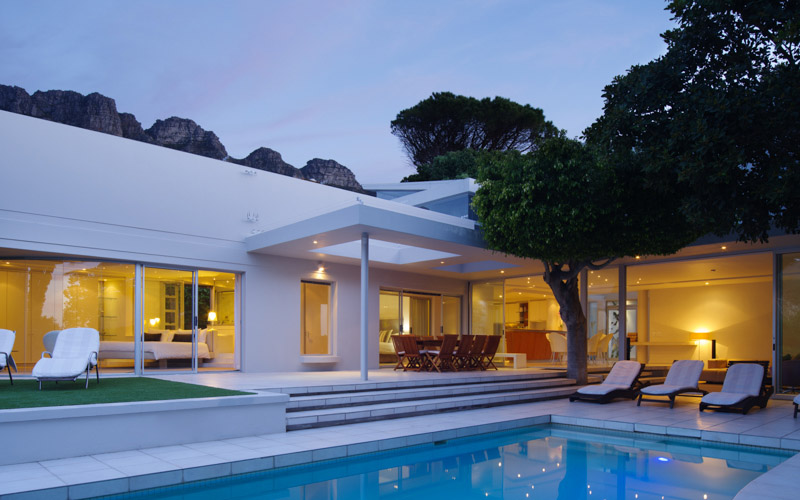 Holiday  villa in Camps Bay, child friendly, sleeps 10