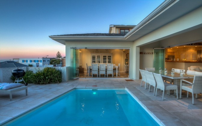5 star holiday  villa Camps Bay, family friendly