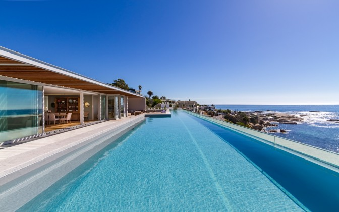 Luxury villa in Camps Bay, spectacular pool