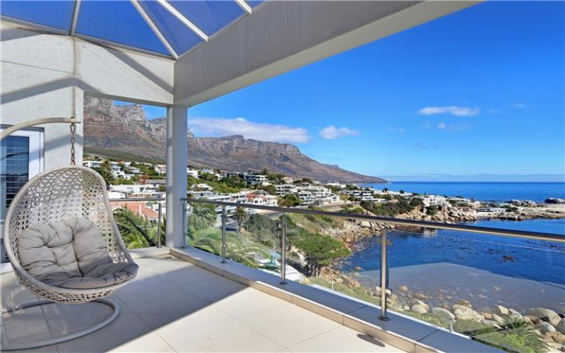 Vacation villa in Camps Bay, family friendly