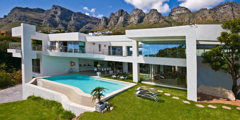 Luxury holiday villa in Camps Bay, with pool