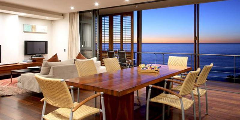Vacation apartment in Camps Bay, with pool, near beach